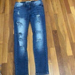 KanCan estilo distressed jeans